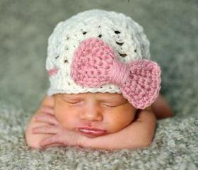 Newborn baby girl bow beanie in cream and soft pink - Newborn size